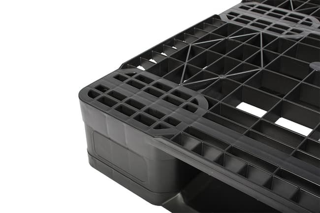Perimeter lip of Eco-Pal 48x40 Reusable Plastic Pallet