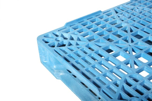 Perimeter lip of Valley Blue 48x40 plastic pallet