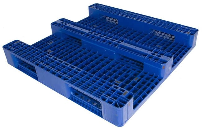 Bottom of DC48x48 3-Runner plastic pallet for racking
