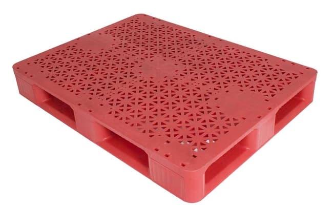 Snap Lock 67 rackable plastic pallet