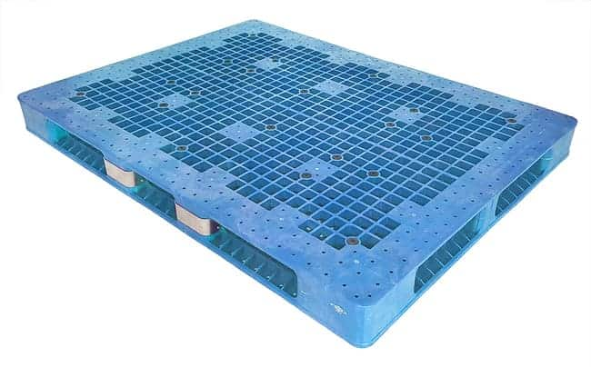 72x53 Stackable Plastic Pallet with Metal Reinforcement Guards
