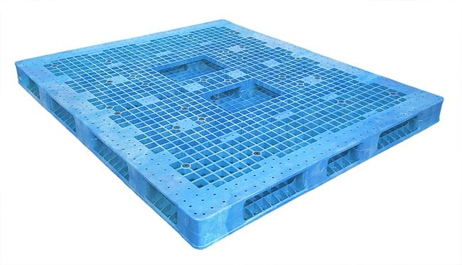 Bottom of 84x72 Stackable Plastic Pallet