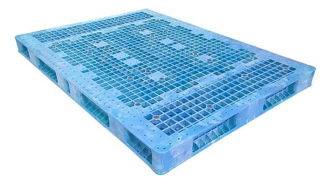 84x60 Stackable Plastic Pallet