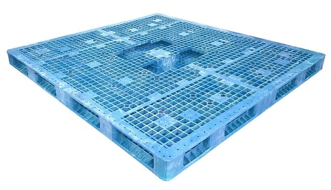 Bottom of 94x86 Stackable Plastic Pallet
