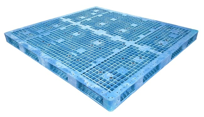 94x86 Stackable Plastic Pallet